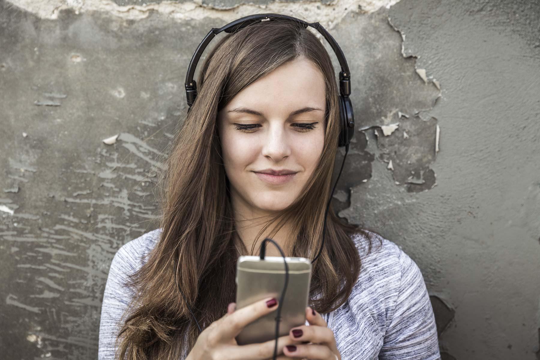 Portrait eines Teenagers mit Kopfhörer. Lifestyle - Derek Henthorn - Fotograf München