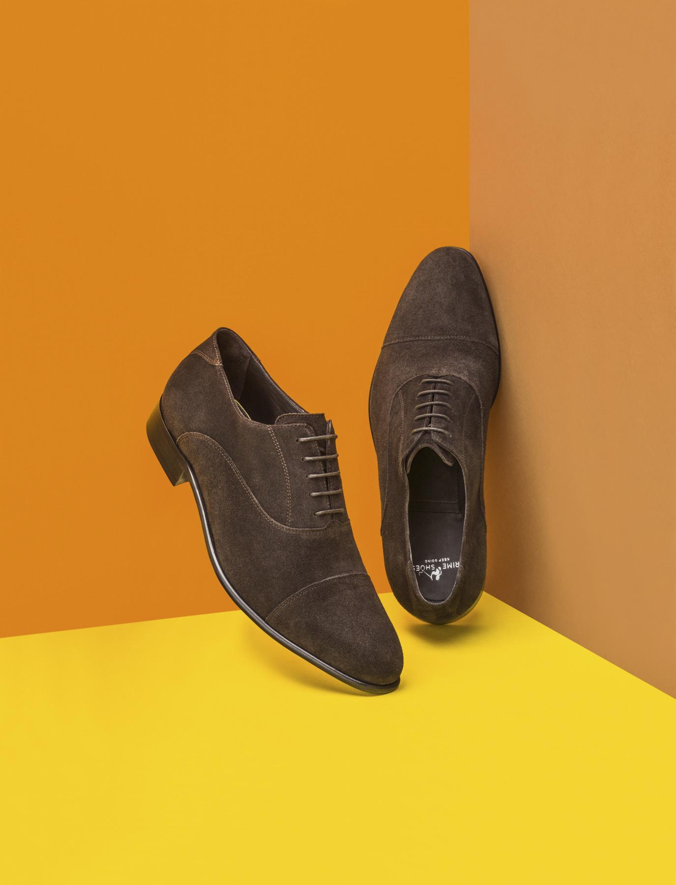 Stilllife mit Herren Anzugschuhe mit farbigem Hintergrund. Prime Shoes - Derek Henthorn - Fotograf München